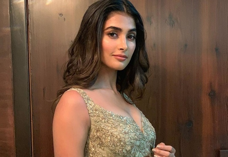 Pooja-Hegde-hot navel