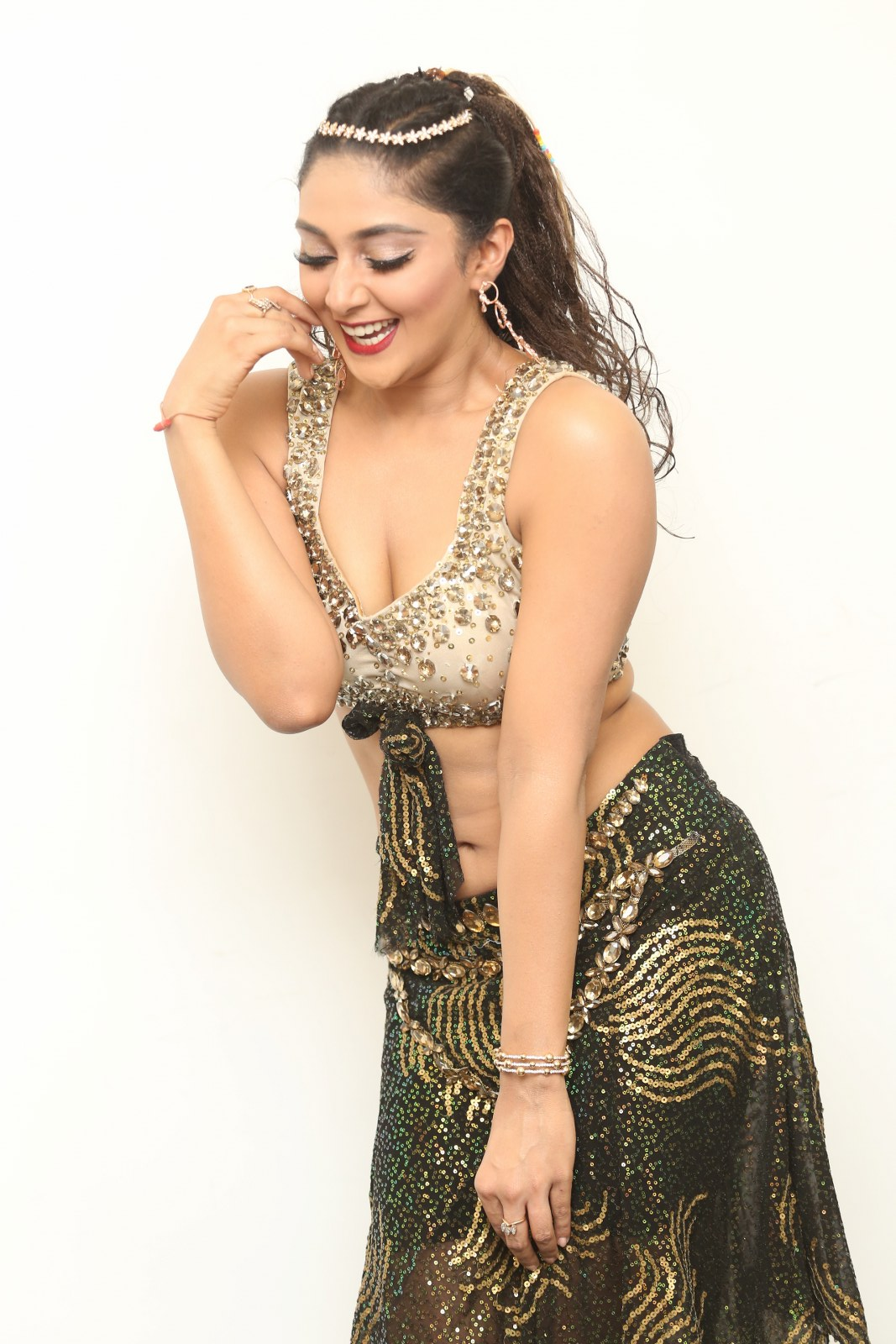 Actress Natasha Doshi oozing Omph in Dance Moves (2)