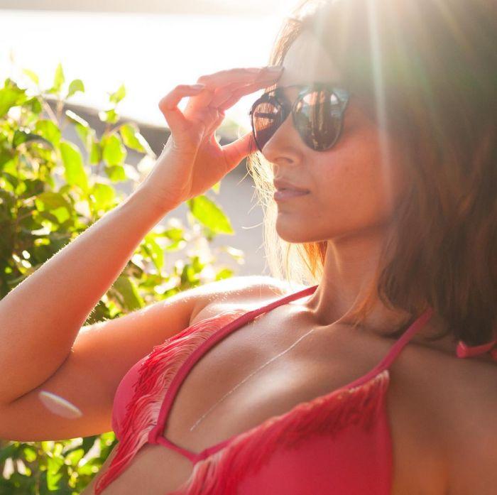 ileana in red bikini